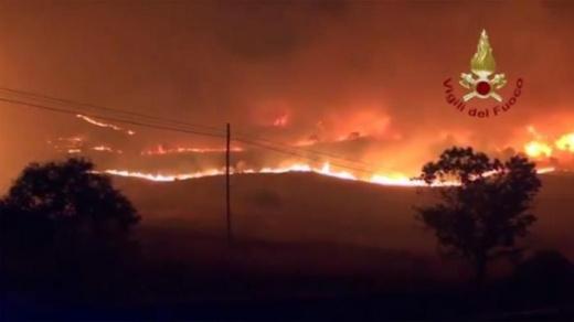 Calabria, Sicilia, l'Italia in fiamme - Vi siamo vicini